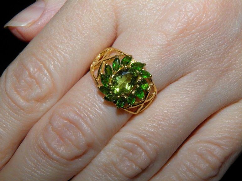 Фото 6 - Серебряное кольцо Хризолит-Хромдиопсид р.17,5