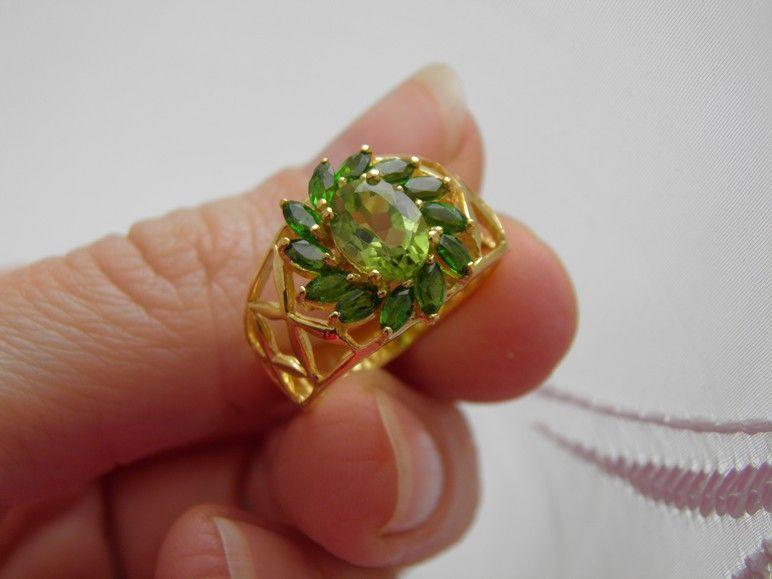 Фото 4 - Серебряное кольцо Хризолит-Хромдиопсид р.17,5