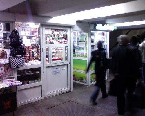 Фото - Срочно сдам киоск в переходе метро Героев Труда