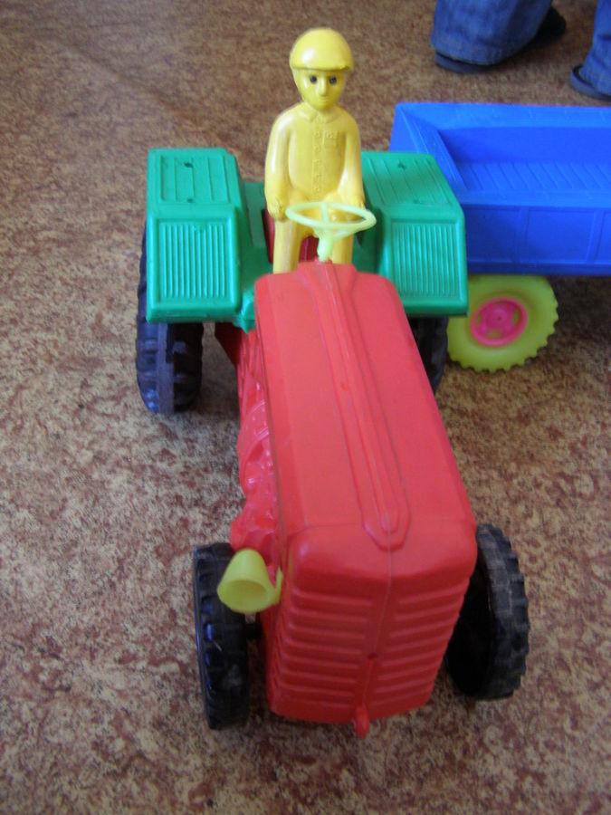 Фото 3 - Большой трактор с прицепом, 77 см
