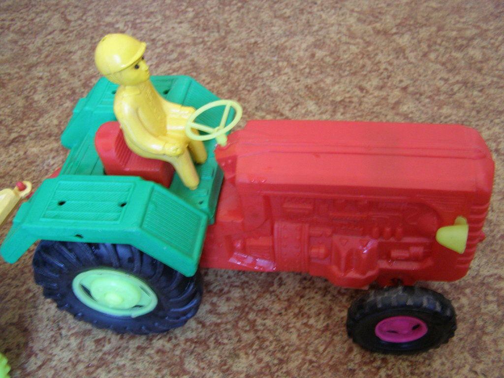 Фото 4 - Большой трактор с прицепом, 77 см