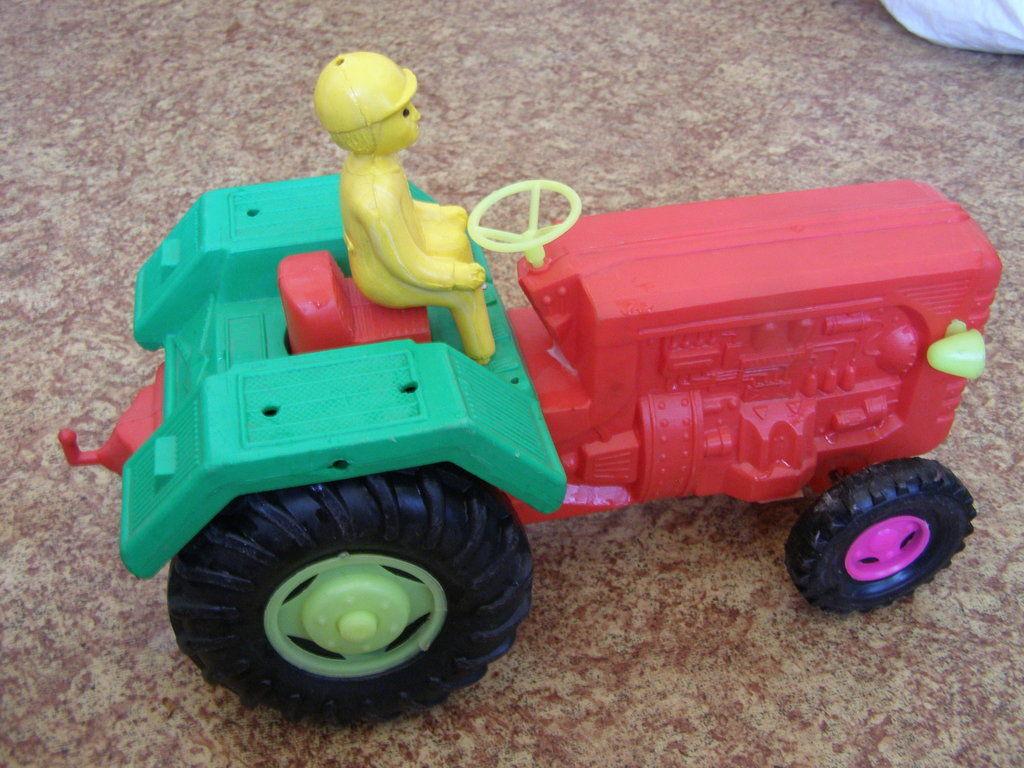 Фото 6 - Большой трактор с прицепом, 77 см