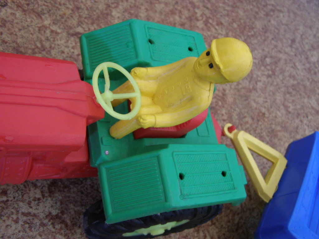 Фото 2 - Большой трактор с прицепом, 77 см
