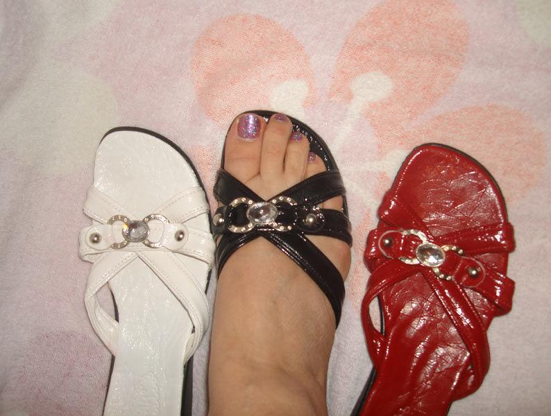 Фото 2 - Белые, очень красивые, шлепанцы на узкую ногу. 40 размер. Новые.