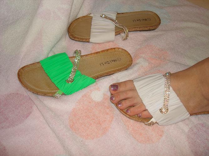 Фото 9 - Белые, очень красивые, шлепанцы на узкую ногу. 40 размер. Новые.