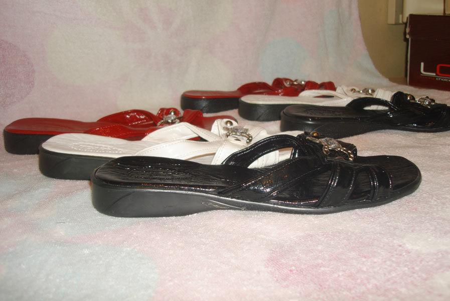 Фото 6 - Белые, очень красивые, шлепанцы на узкую ногу. 40 размер. Новые.