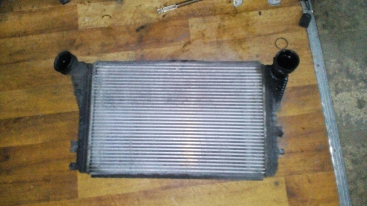 Фото - Б/у радиатор интеркуллера 1K0145803 Volkswagen Caddy