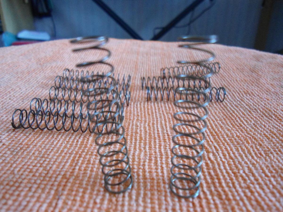 Фото 2 - Пружинки для трубы (в помпы).