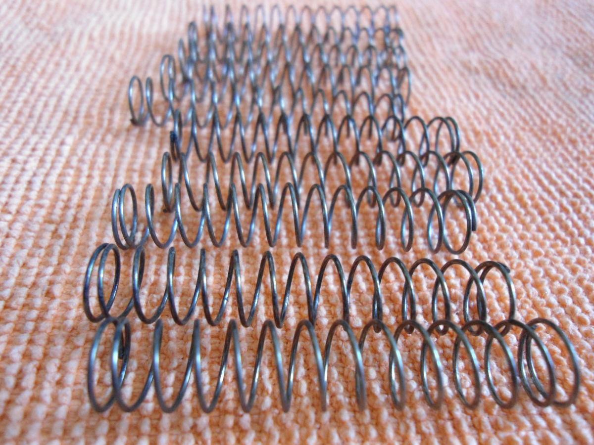 Фото 4 - Пружинки для трубы (в помпы).