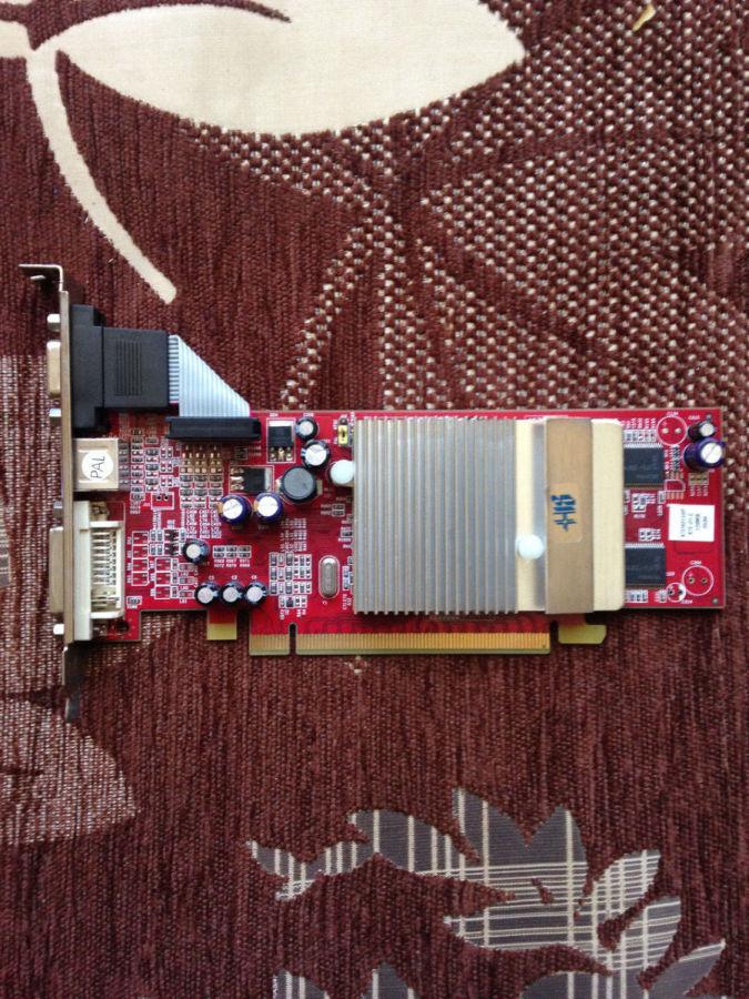 Фото - видеокарта Pci-E Ati RADEON X300 ( x 300 ) на 128 MB с гарантией
