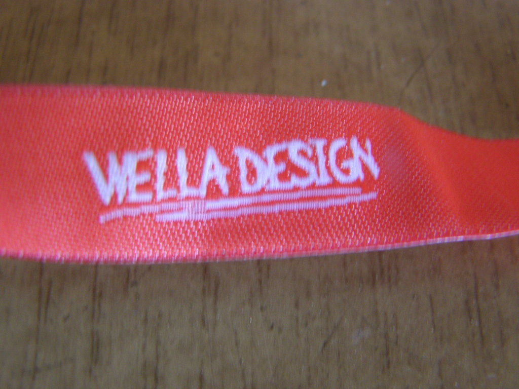 Фото 2 - Шнурок на шею с карабином Wella design