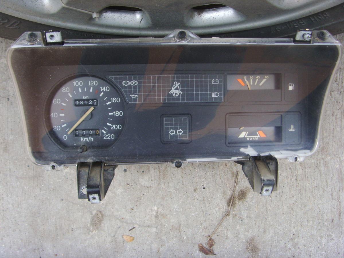 Ford Sierra щиток приборов (приборная панель) На бензиновую и дизель