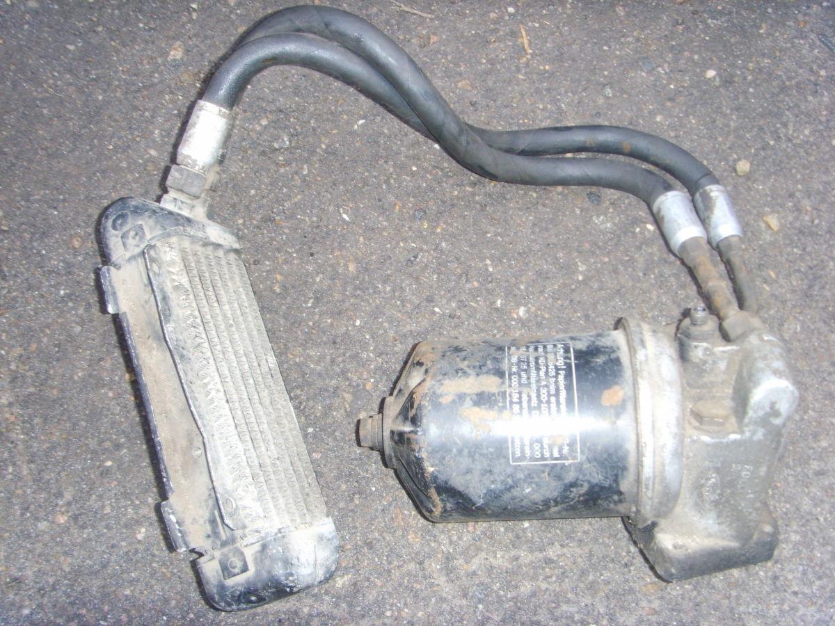 Фото - Mercedes Bens 123 корпус масляного фильтра с магистралями к радиатору