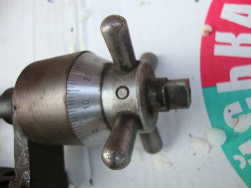 Фото 2 - Ручка с лимбом от станка,с угловой шестерёнчатой передачей