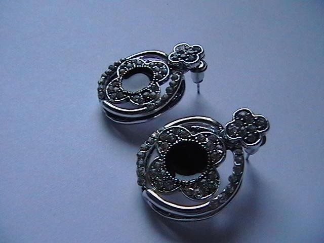 Фото 2 - Серьги. Красивые. С черной эмалью.