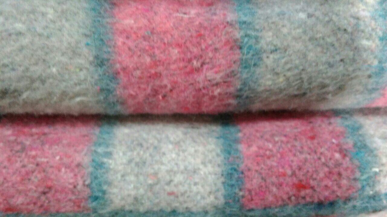Фото - Одеяло полушерстяное,размер 140 на 200,расцветка клетка