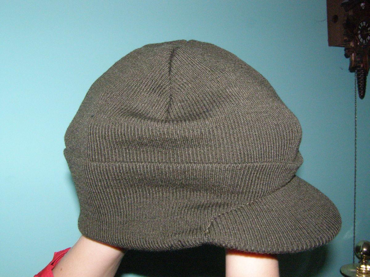 Фото 2 - шапка с козырьком