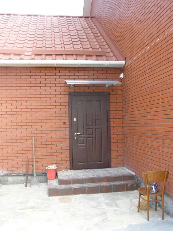 Фото 10 - Обшивка входных дверей влагостойкими дверными накладками