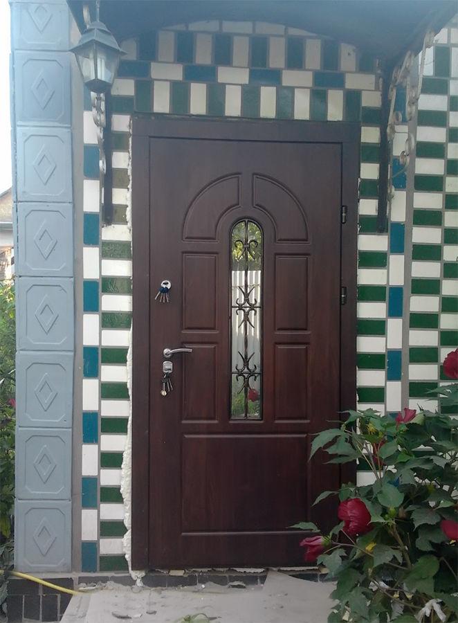 Фото - Обшивка входных дверей влагостойкими дверными накладками