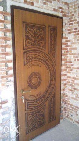 Фото 7 - Обшивка входных дверей влагостойкими дверными накладками