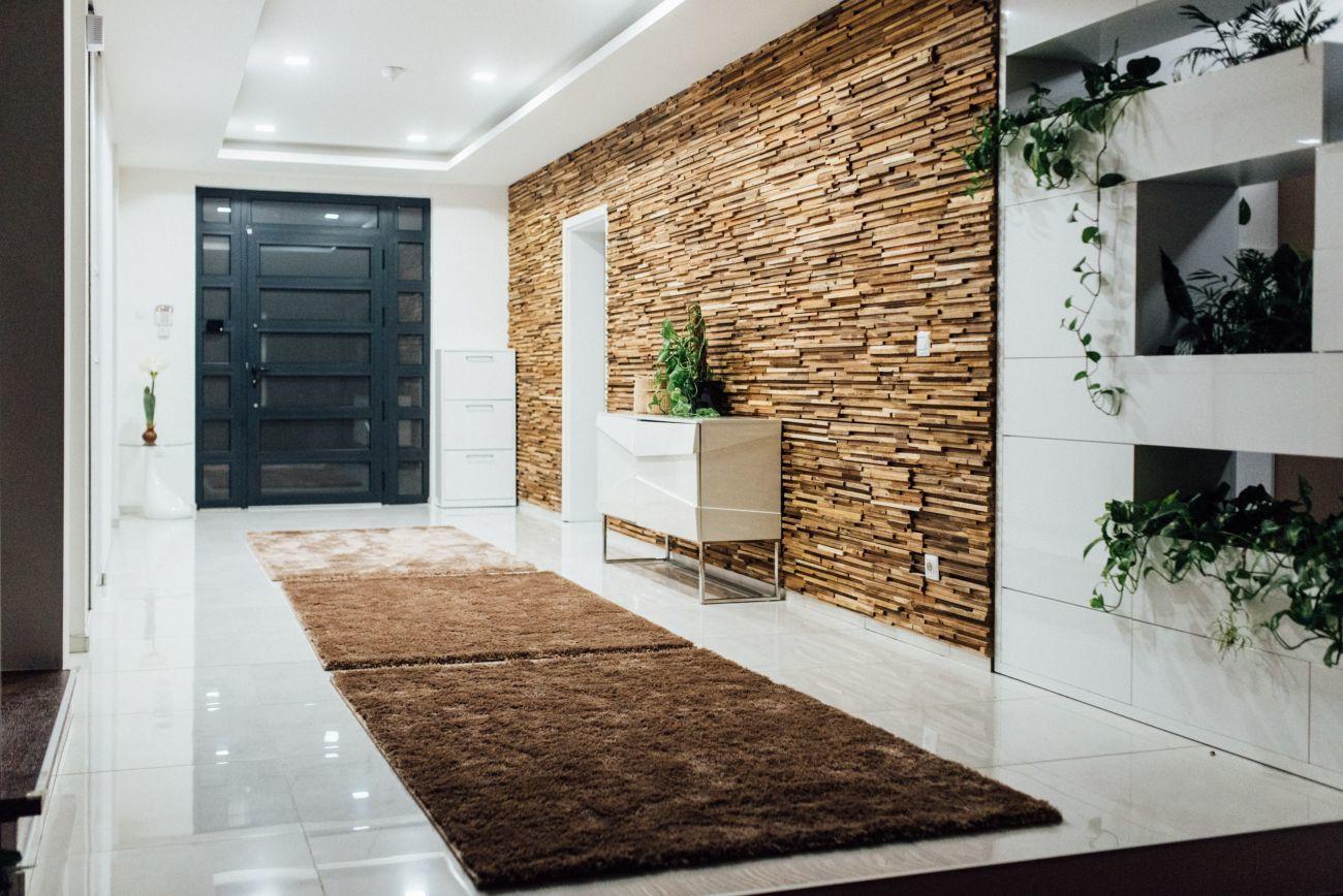 Фото - Деревянная 3-D мозаика, декорирование стен деревом.