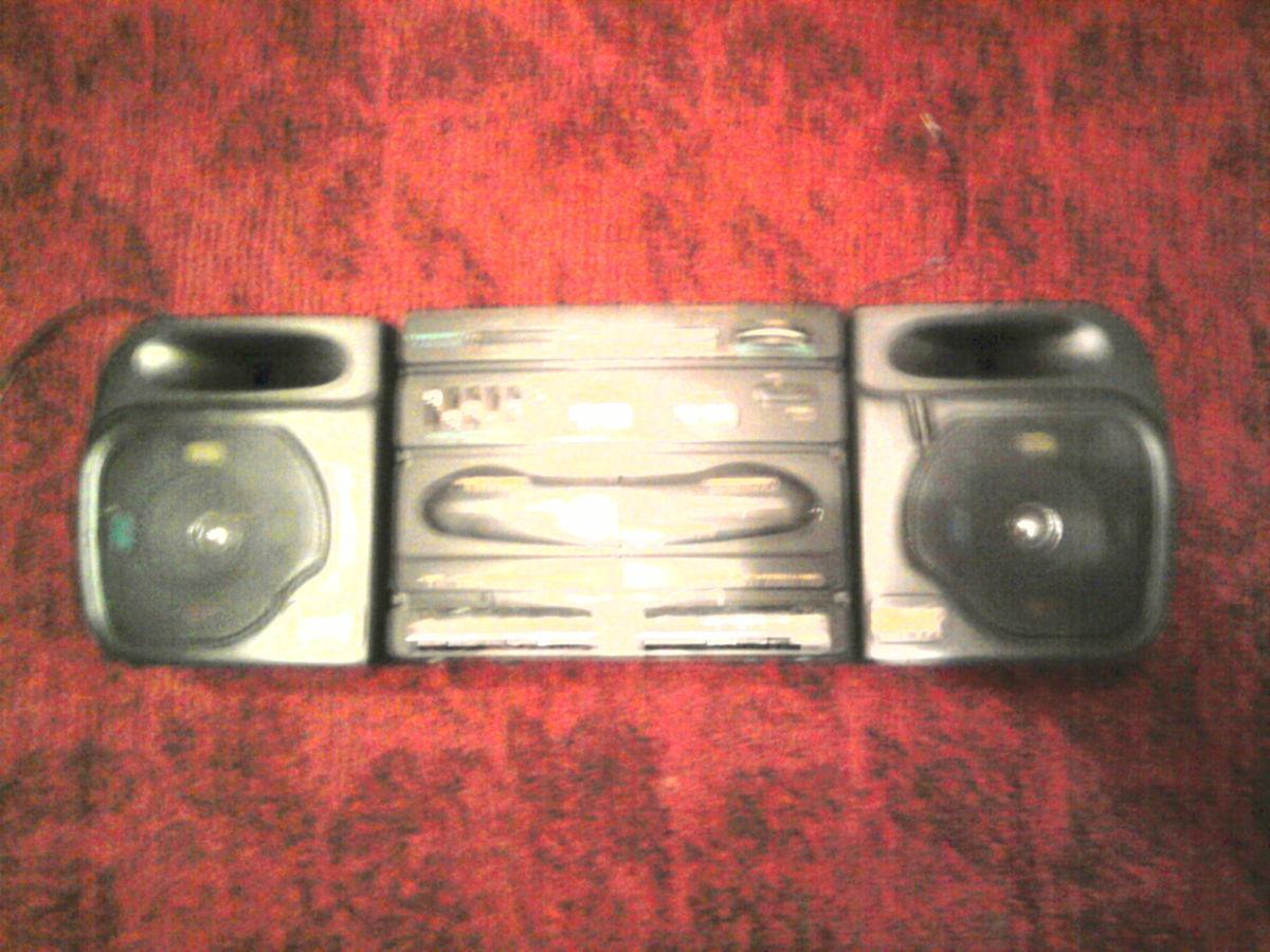 Фото 2 - Продаю магнитофон, в хорошим состоянии, колонки сйомние