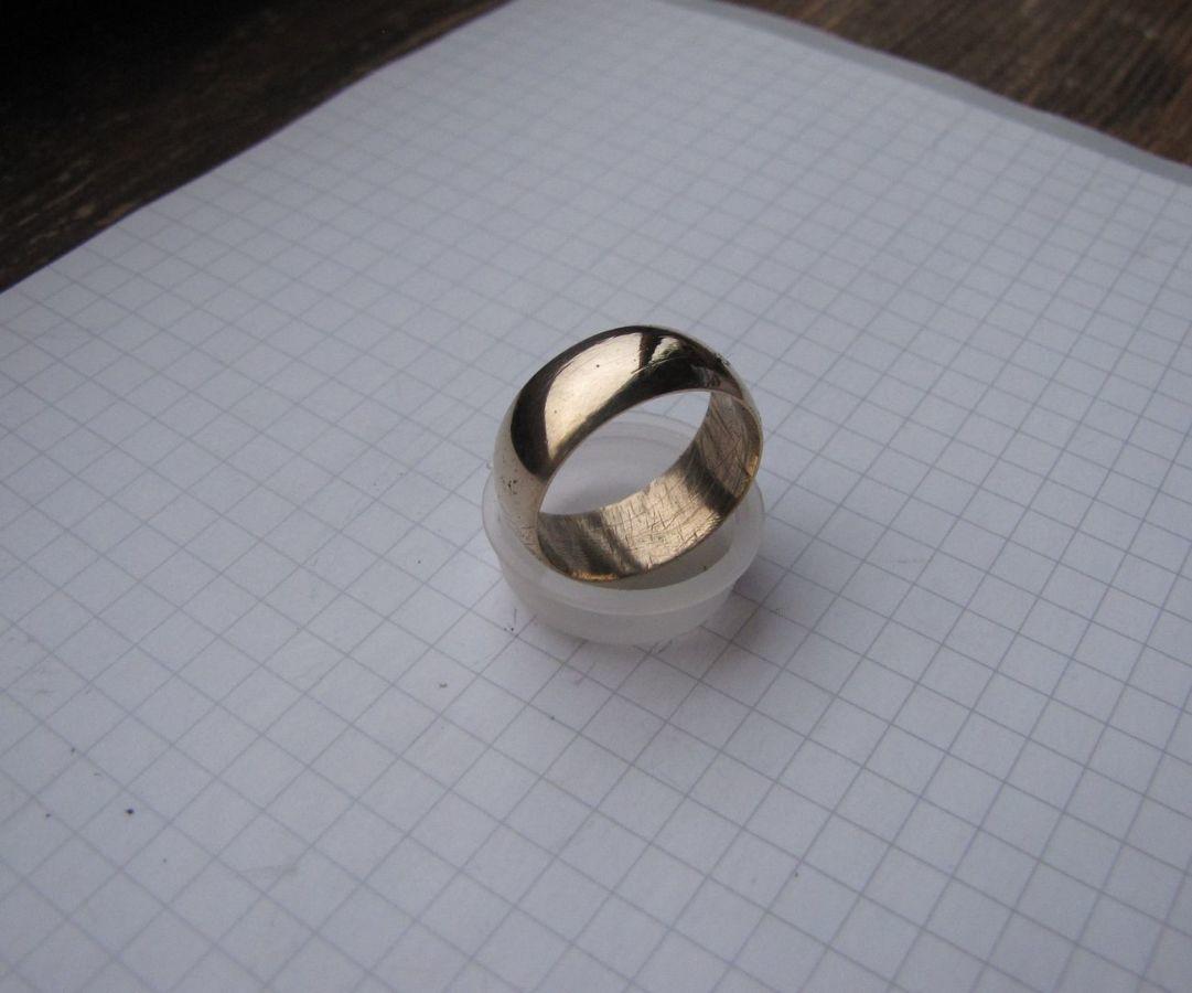 Фото - Обручальное кольцо СССР без клейм из золотистого сплава