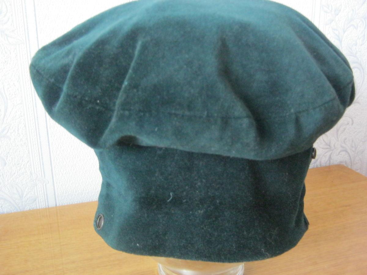 Фото 5 - Шапка-кепка из велюра с отворотом-манжетом
