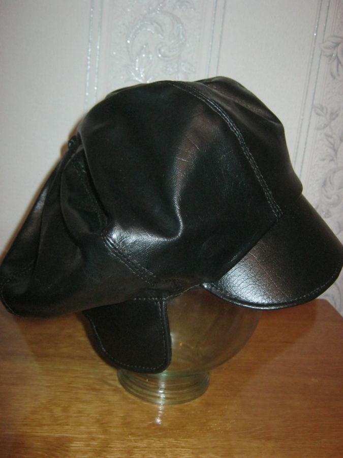 Фото 7 - Шапка-кепка из велюра с отворотом-манжетом