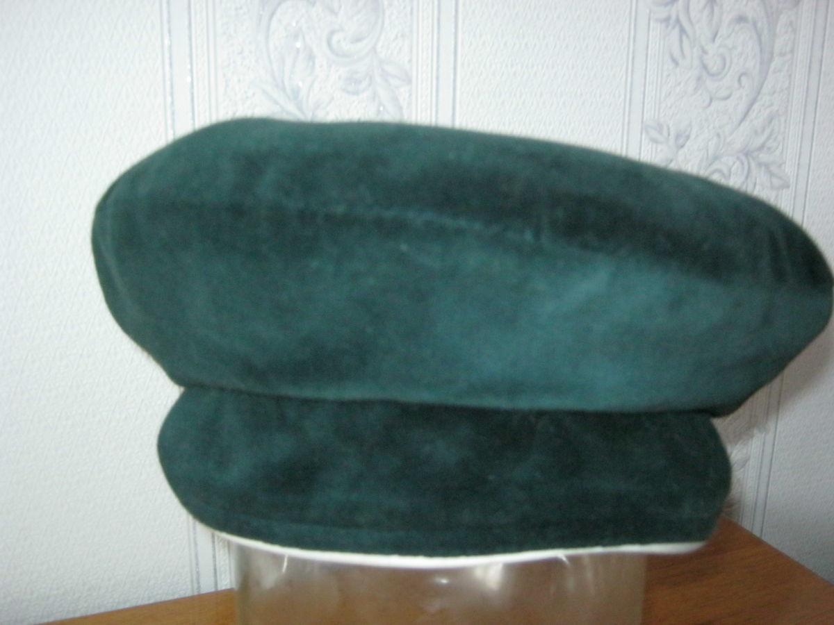 Фото 3 - Шапка-кепка из велюра с отворотом-манжетом