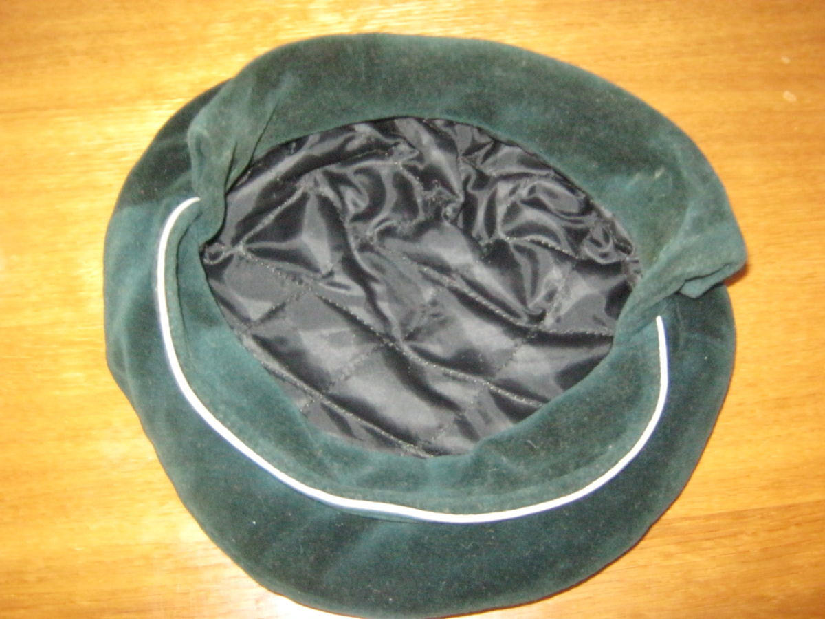 Фото 6 - Шапка-кепка из велюра с отворотом-манжетом