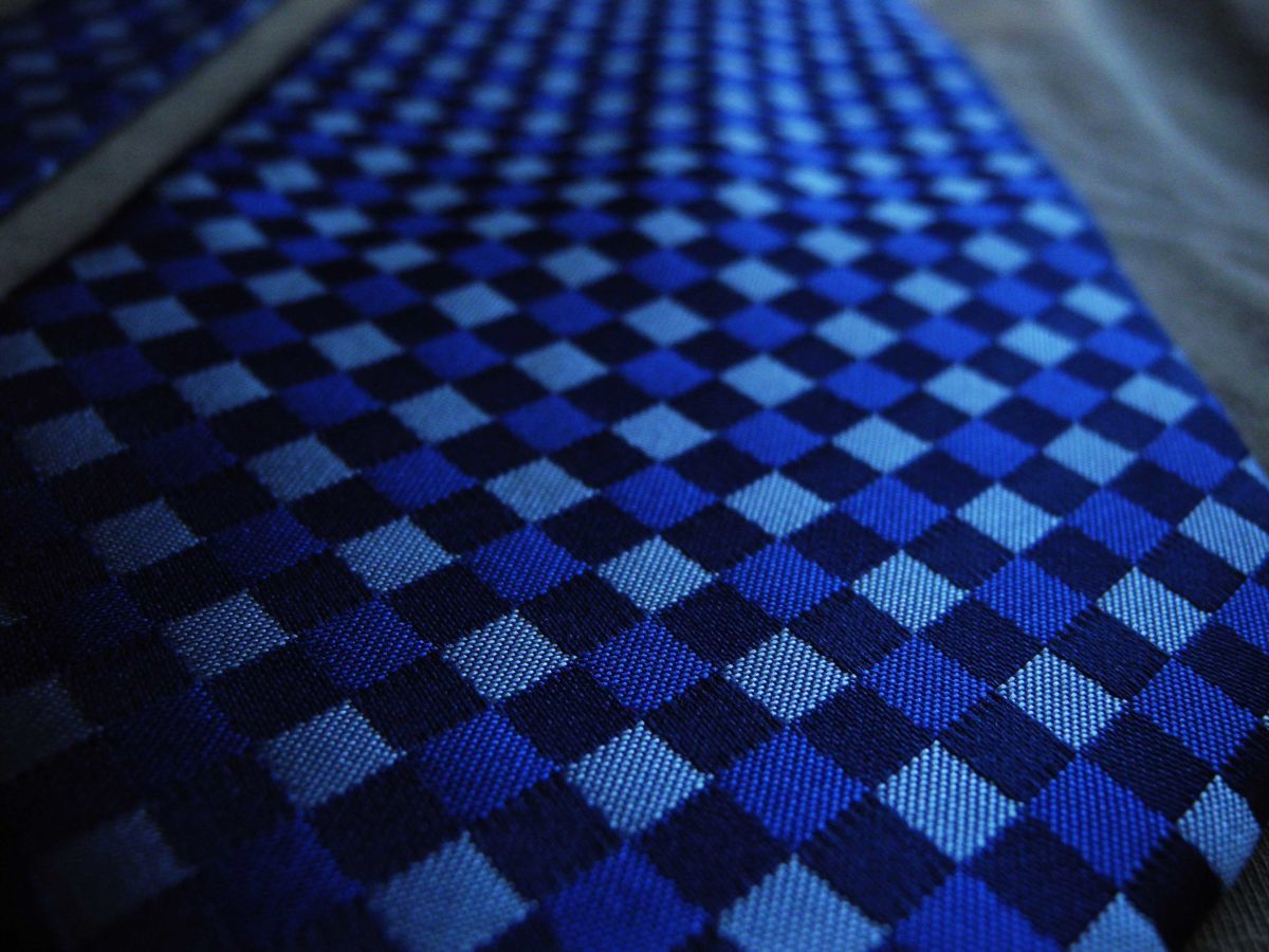 Фото 5 - Мужской галстук 100% шелк в клетку синий Hugo Boss Italy
