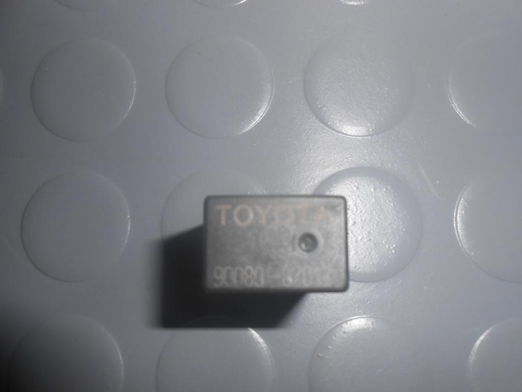 Фото 4 - Реле световых приборов (9008087013) TOYOTA Rav4 (A20) 00-05
