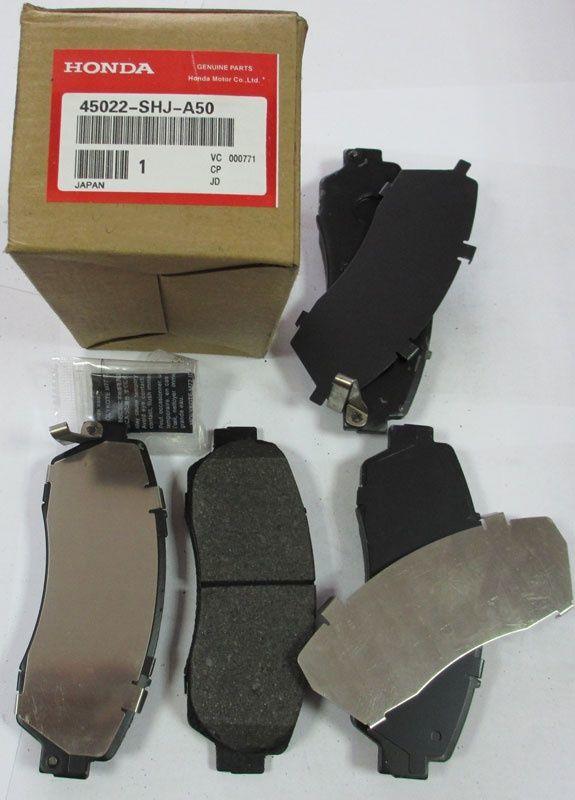 Фото - Хонда Аккорд 2010 г . Передние тормозные колодки .