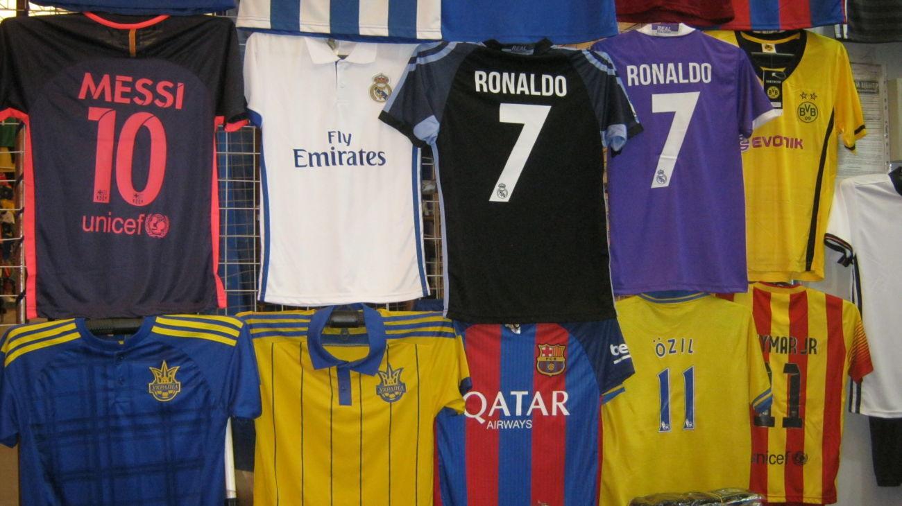 Фото - Футбольная форма,мячи,сороконожки,всё для футбола,узкачи,шапки,костюмы