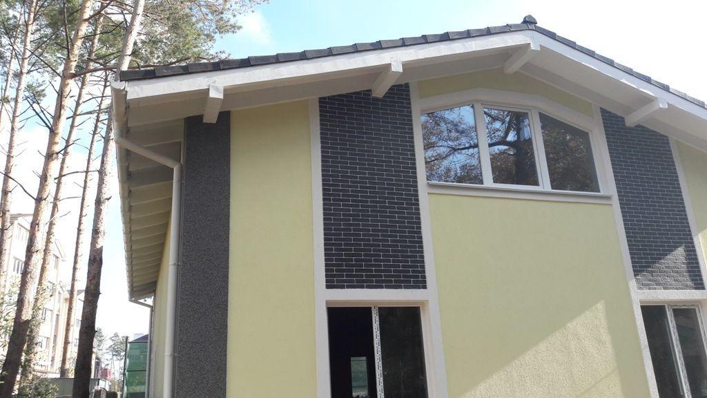 Шикарный дом находиться в экологически чистом районе Ирпеня.