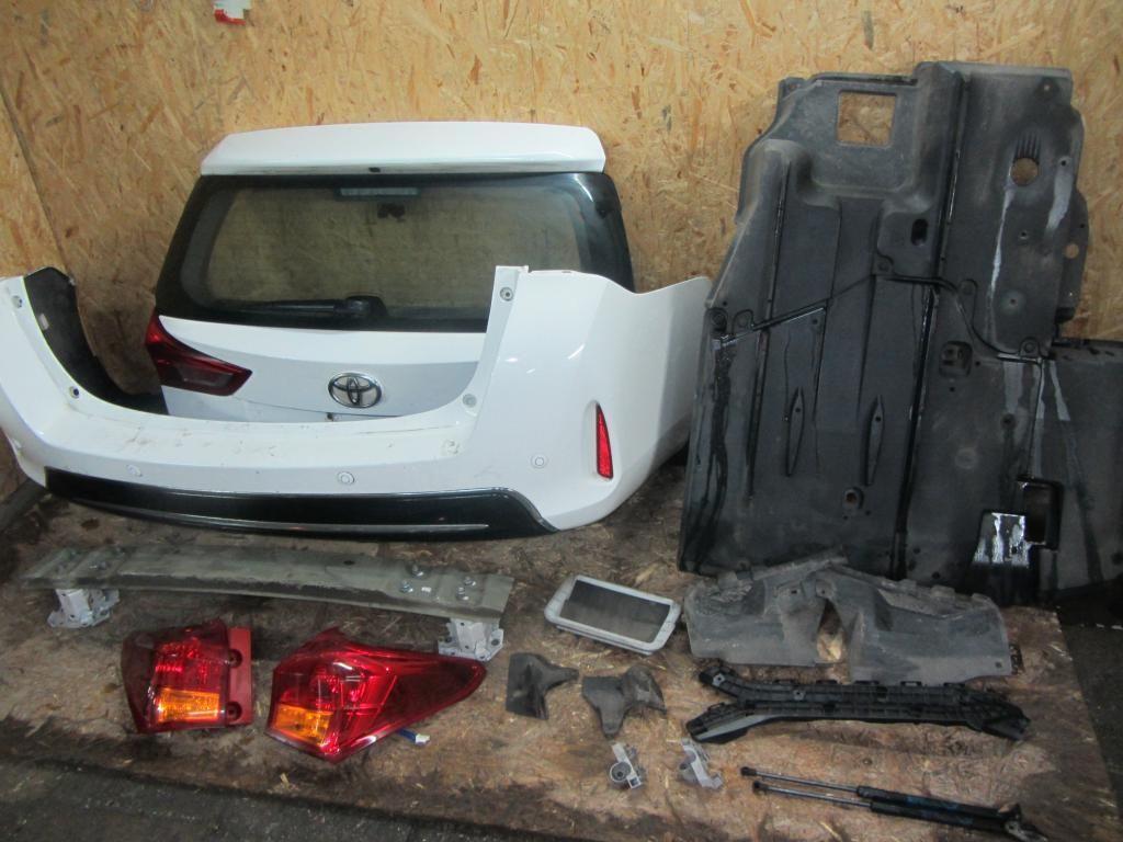 Разборка TOYOTA Auris E180 Фонарь Дверь Бампер Крышка багажника