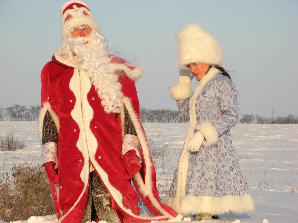 Фото - Дед Мороз и Снегурочка на поселке Котовского!