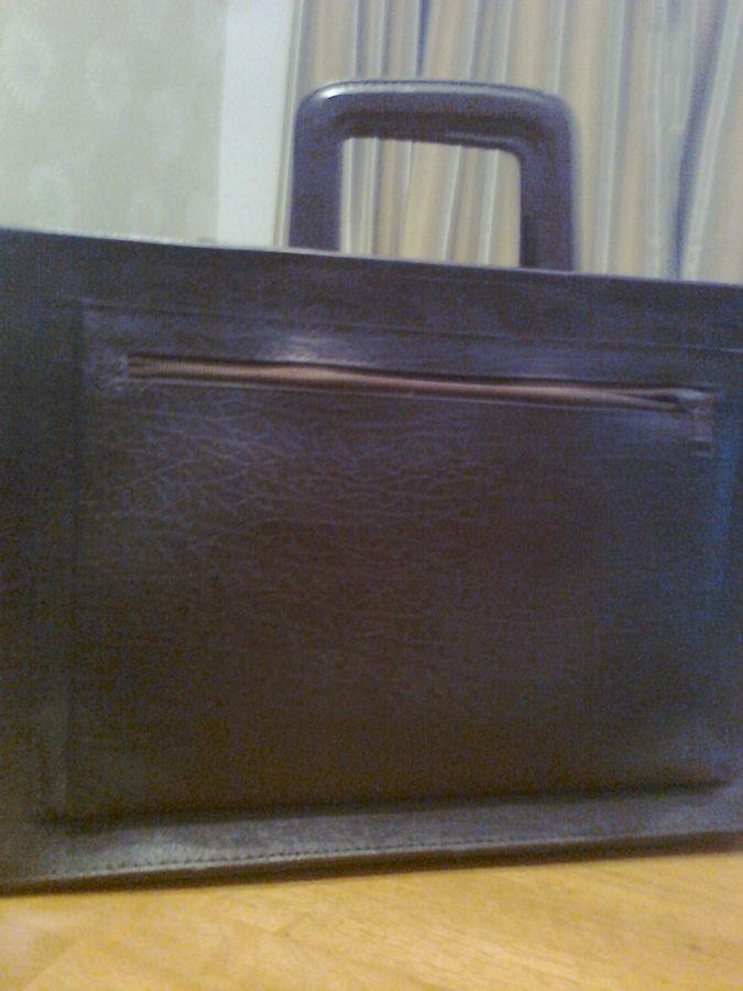 Кожаный портфель - сумка коричневого цвета. Новый