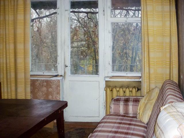 3 комнатная квартира Ген.Петрова угол Космонавтов 4/5 эт. дома