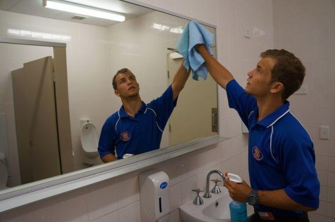 Требуются в Израиль на работу по уборке помещений женщины и мужчины.