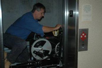 В Ізраїль потрібен ліфтер - установка ліфтів.