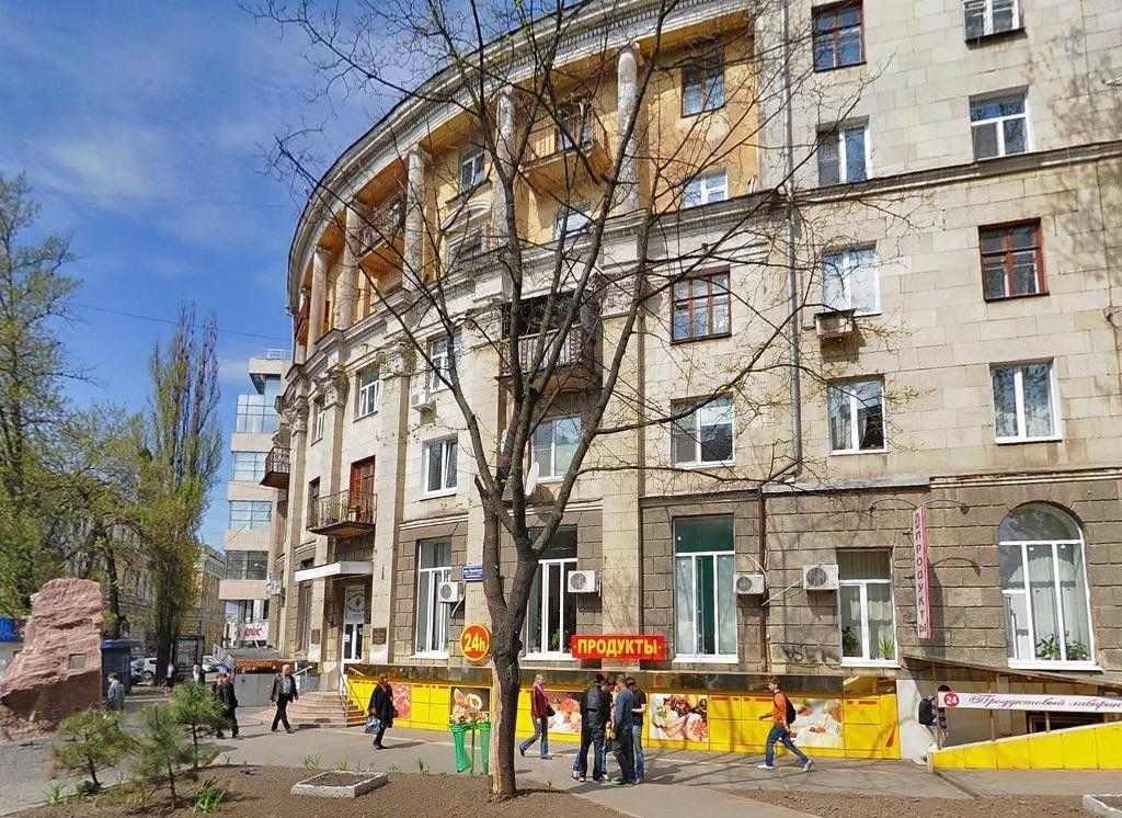 Продам помещение в центре по кр.линии с от.входом. ст.м Университет