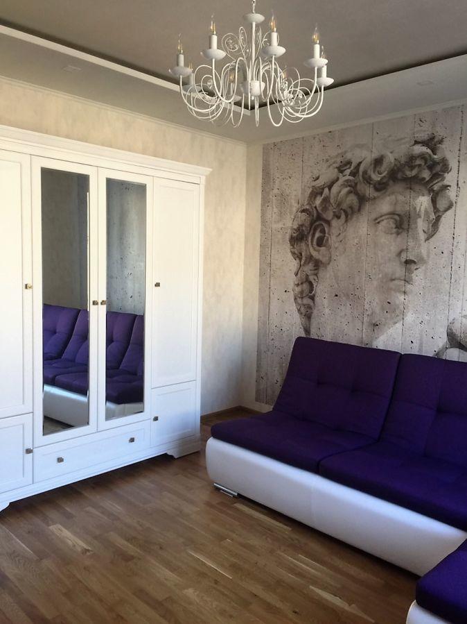 Продам 3-ех комнатную сталинку в привлекательном месте Харькова!