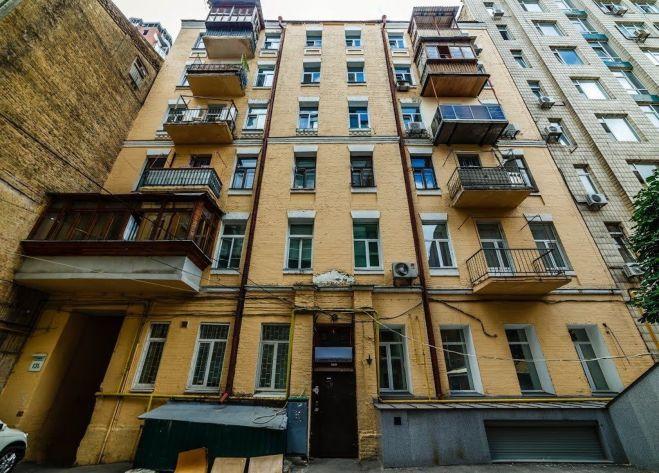 Саксаганского 131б. Просторная 2-к. квартира в центре.