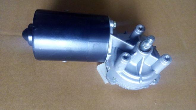 мотор переднего стеклоочистителя VW Pfssat Golf T-4