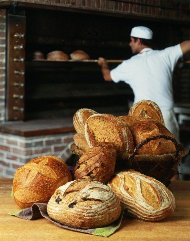 Работник в пекарню, помощник пекаря