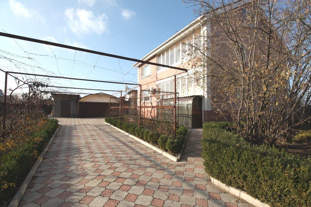 Просторный дом 485 кв.м на 16 сотках земли в Владимировском