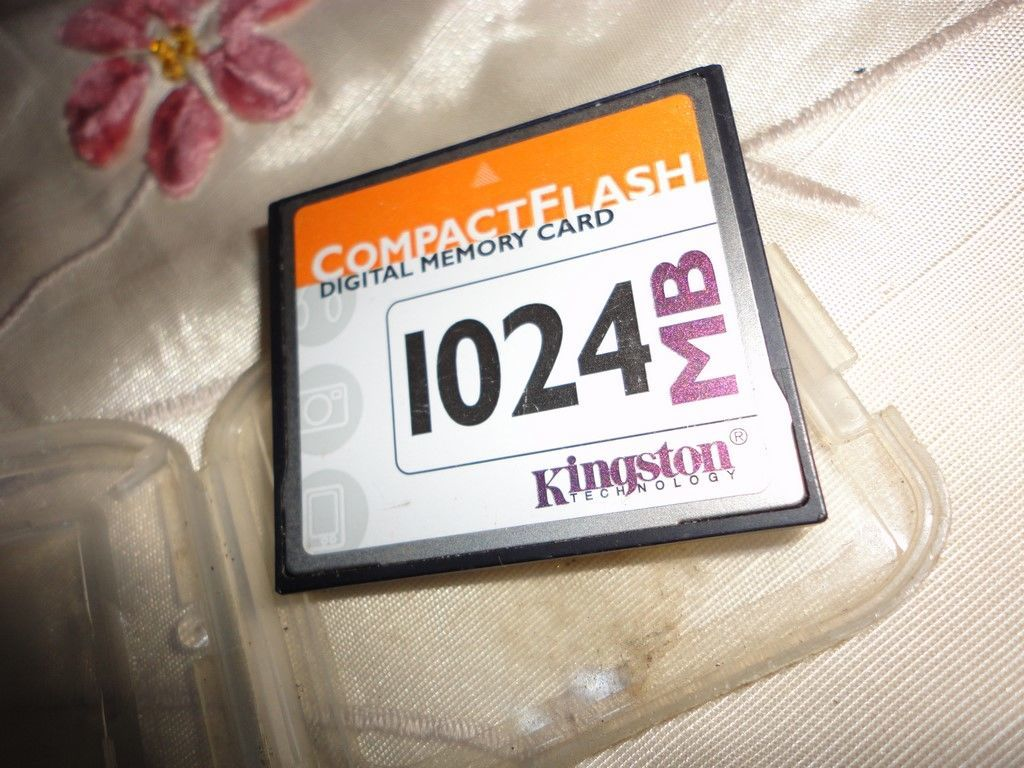 Фото - Kingston Technology 1024 MB CompactFlash