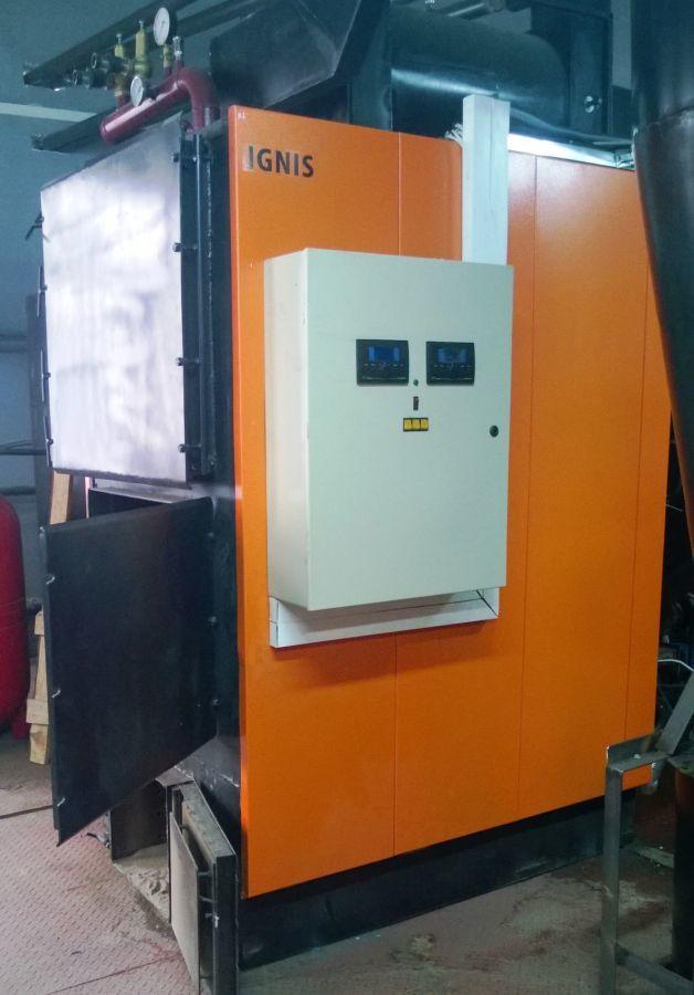 Твердотопливный котел с автоматизированной загрузкой топлива.